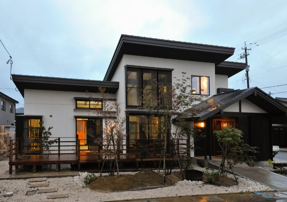 片流れ屋根2階建て町家住宅(富山県・八尾)