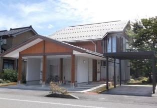 大型車庫及びアプローチ付き平屋タイプ 2階建て階段室アール型外壁住宅