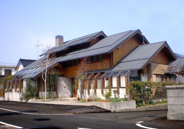 薪ストーブ付き3段切妻大屋根住宅