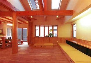 天窓2基付天井と可動収納置きタタミ敷き床